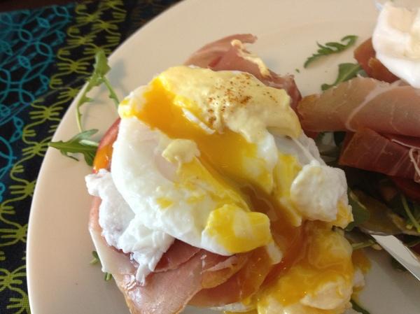 Eggs Benedict with Heirloom Tomato, Prosciutto di Parma ...